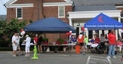 Runners register for 5K at the 2015 Taste of Annandale.